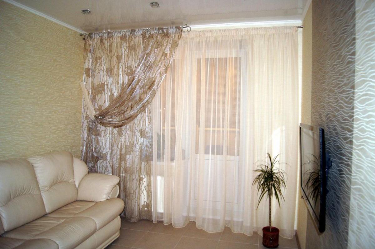 тюлевые занавески в однокомнатной квартире фото хотя широкого