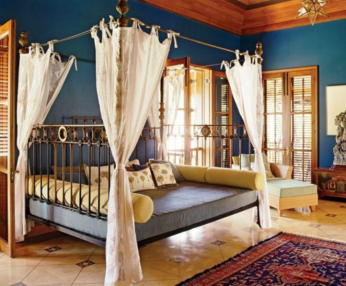 Кровать в восточном стиле фото