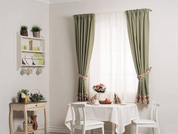 Красиво оформляем окна на кухне
