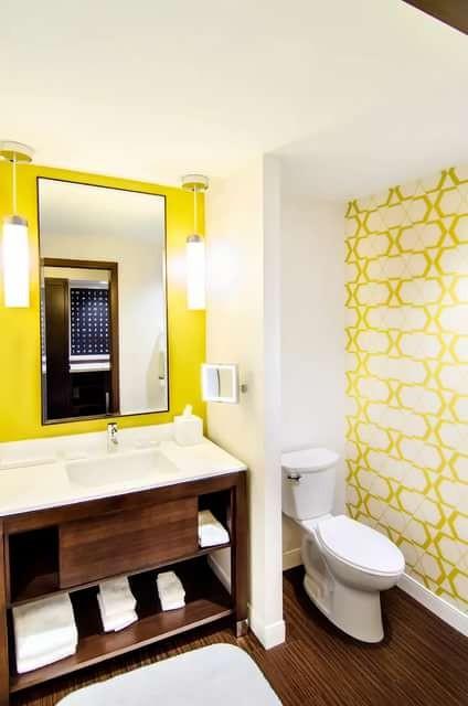 Насколько хорошо желтый вписывается в ванную комнату. Фото удачных решений