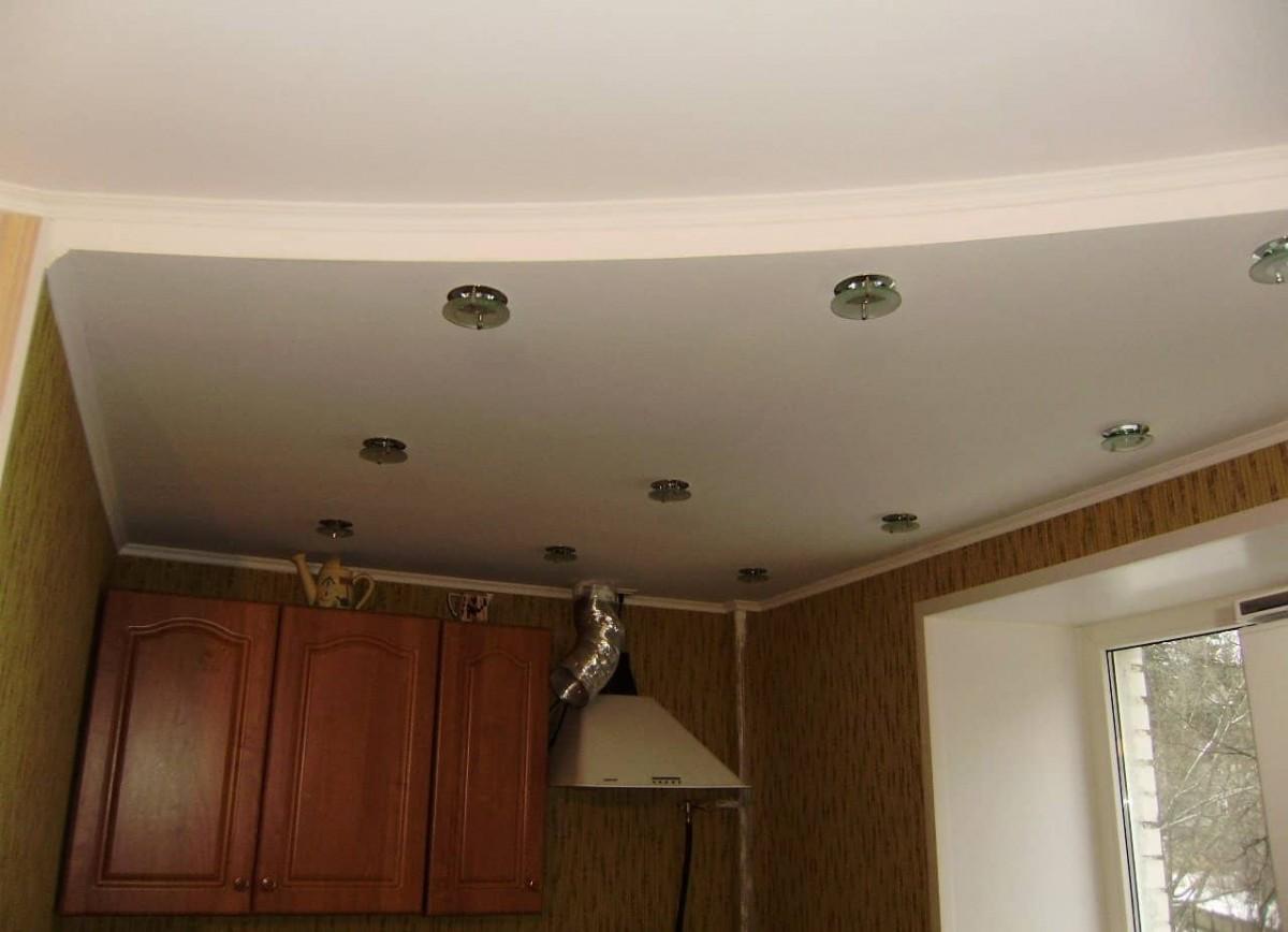Как сделать потолок с подсветкой на кухне фото