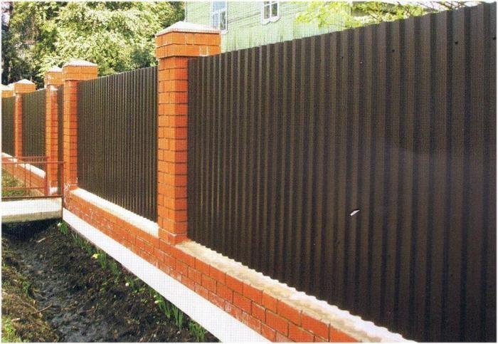 Забор своими руками из шифера фото 281